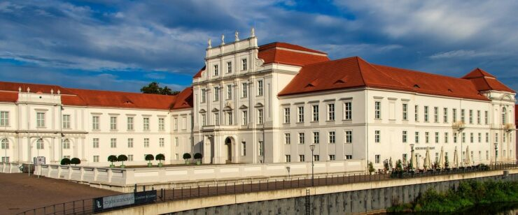 IPM konzipiert die Holdingssteuerung in der Stadt Oranienburg - Schloss Oranienburg