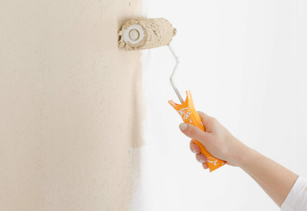 flächendeckende KLR: Eine Wand wird gestrichen.